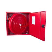 Komplett, lemezajtós kifordítható dobbal rendelkező tűzcsapszekrény, szerelvényekkel együtt