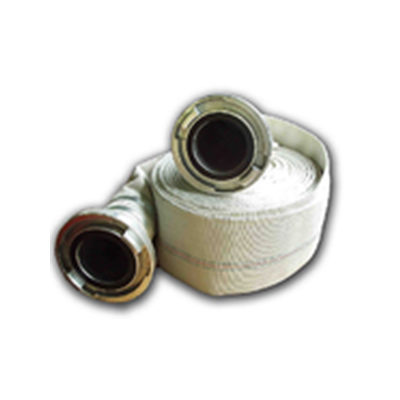 A 110 mm-es tömlő ipari célra használható, mindkét végén kapoccsal.